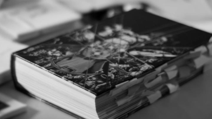 descubre-el-libro-que-aparece-en-el-avance-de-avengers-infinity-war-libro