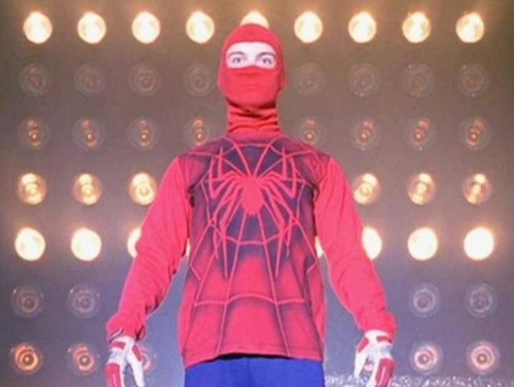 marvel-la-evolucion-del-traje-de-spider-man-en-el-cine-04-spider-man-casero-2002