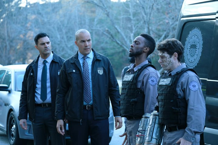 """THE GIFTED: L-R: Guest star Vishesh Chachra, Coby Bell, guest star Elliott Dixon and guest star David She in the second part of the """"eXtraction/X-roads"""" two-hour season finale of THE GIFTED airing Monday, Jan. 15 (8:00-10:00 PM ET/PT) on FOX. ©2017 Fox Broadcasting Co. Cr: Eliza Morse/FOX"""